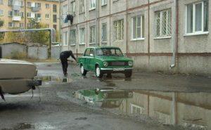 можно ли мыть машину во дворе