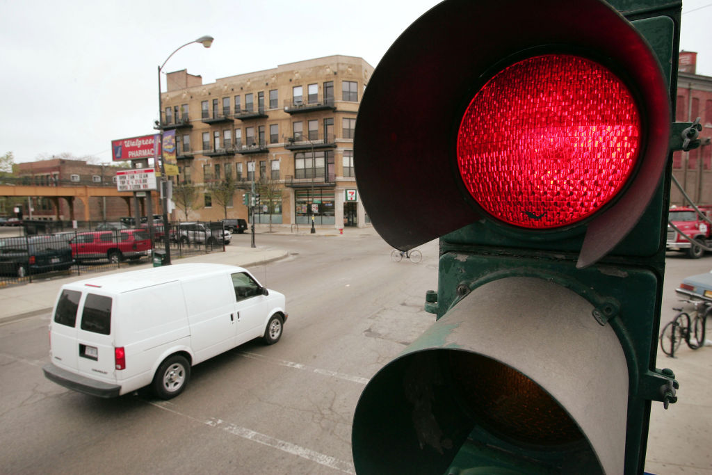 без проезд полиции на красный свет станет