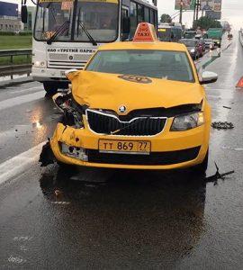 popal-v-dtp-na-taksi1
