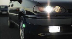 Можно или нет передвигать передвигаться на автомобиле без правого поворотника