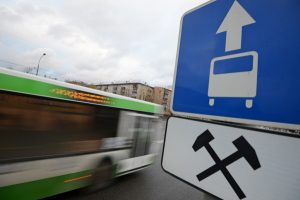 Езда по полосе автобусов в москве