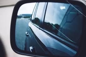 Задел зеркалом чужой автомобиль: последствия