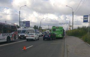 Что делать, если автомобиль врезался в автобус