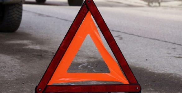 знак аварии на дороге