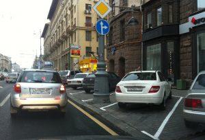 mozhno-li-parkovatsya-na-trotuare