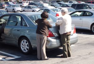 Поцарапали машину на парковке: последствия для владельца