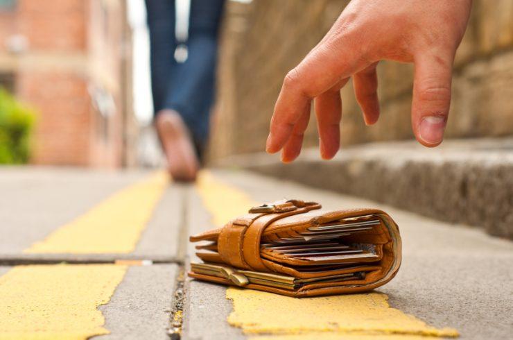 Изымать деньги с карт и счетов запрещено если это
