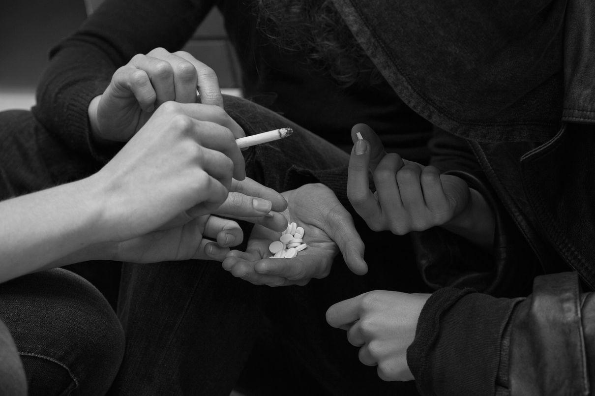 Как вывести человека из состояния наркотического опьянения
