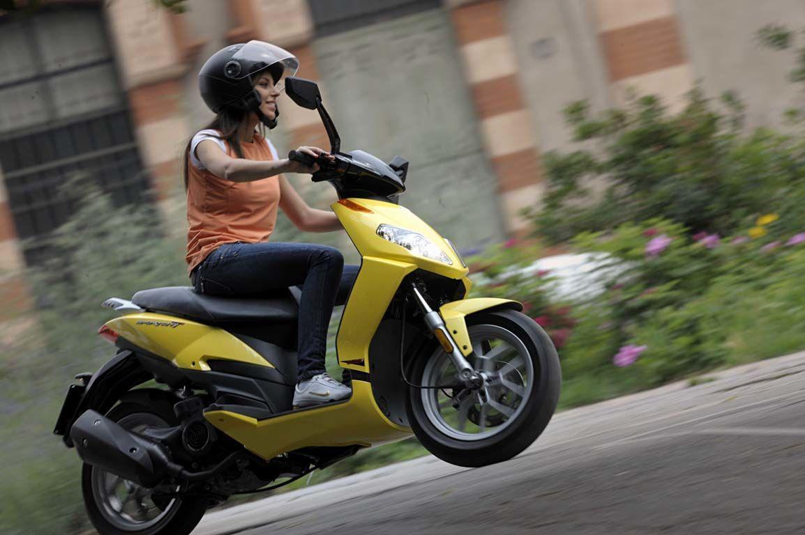 Управление скутером без прав – что грозит?