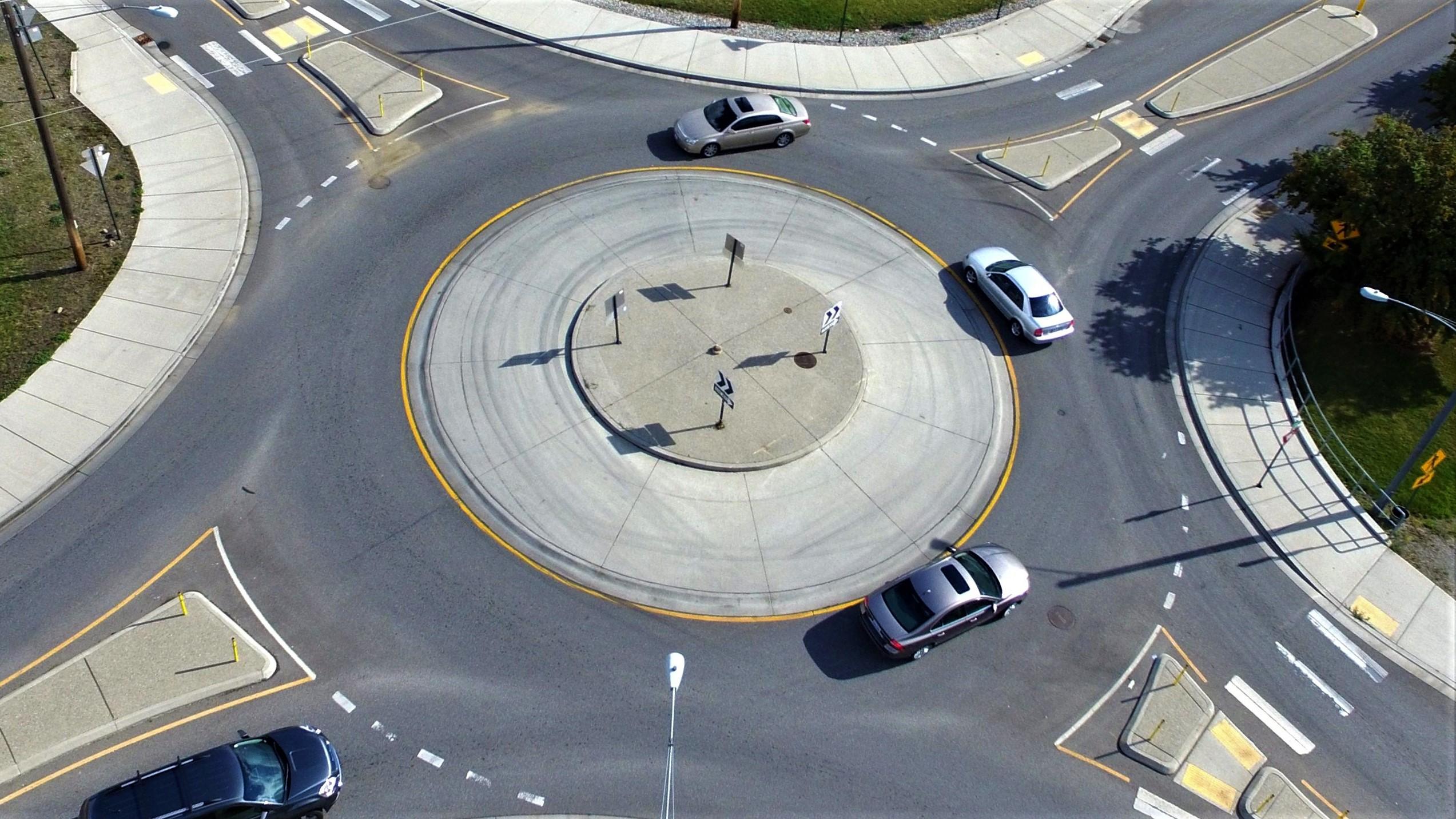 Круговое движение: правила проезда через кольцо