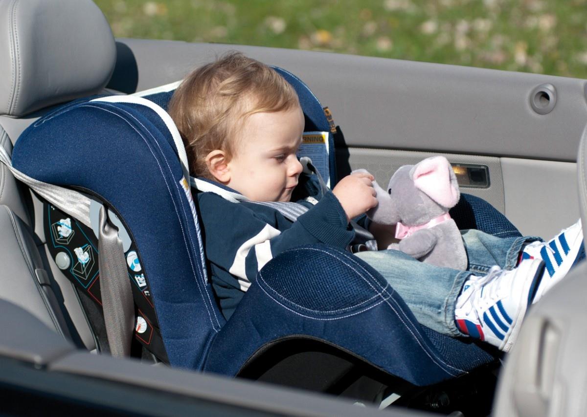 Как перевозить новорожденного в автомобиле по правилам