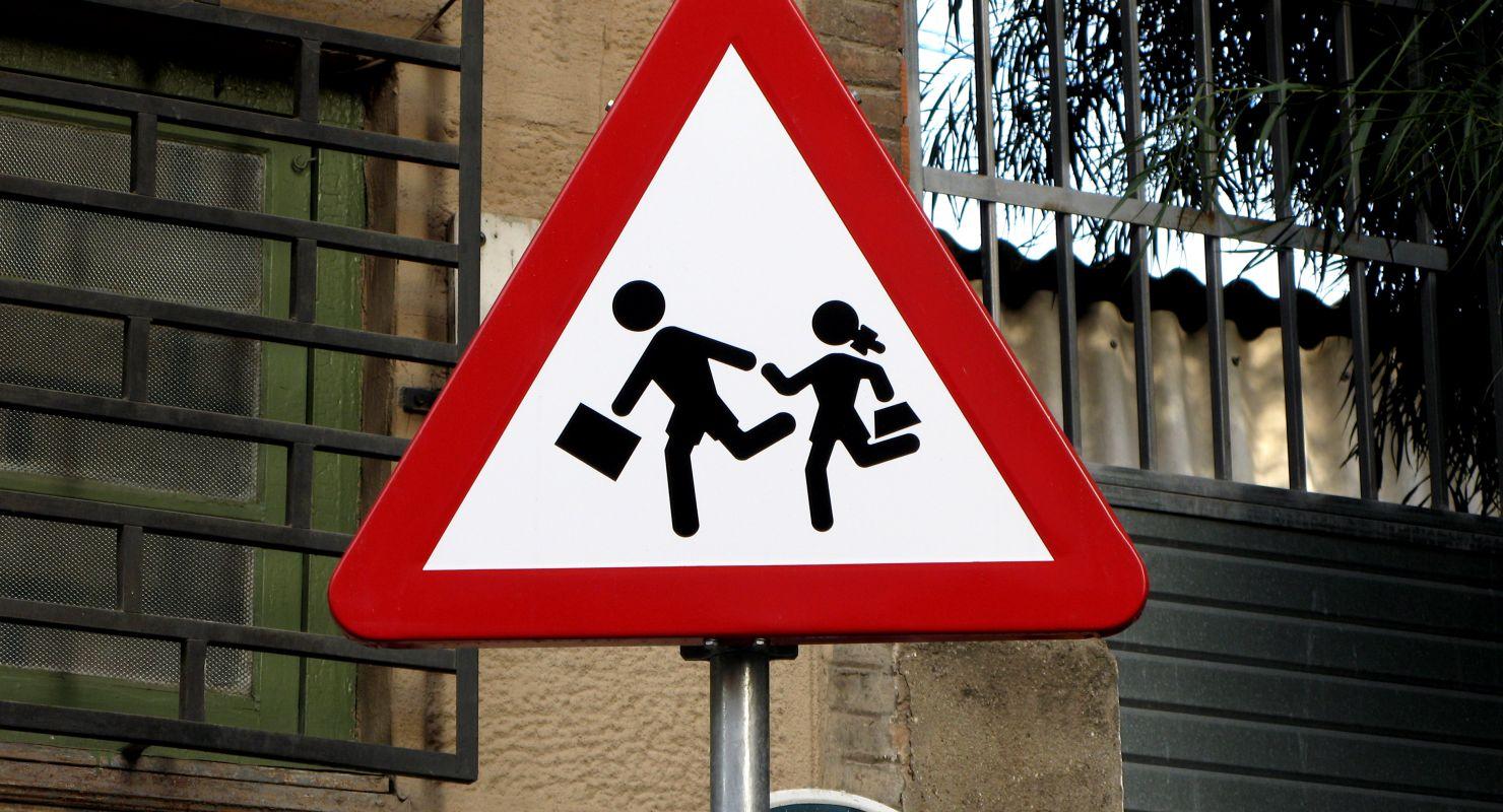 Знак «Осторожно, дети!»: как выглядит, когда применяется